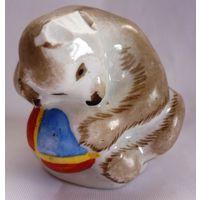 Статуэтка Медвежонок с мячом