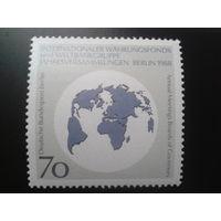 Берлин 1988 Карта мира Михель-1,5 евро