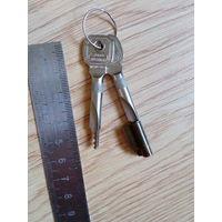 Ключи от сейфа (?) одним лотом.