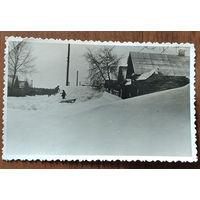Фото в снежную зиму. 8х13 см.