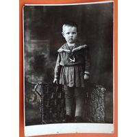 Фото девочки в матроске. 1930-е? 8.5х12.5 см