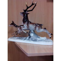 Фарфоровая статуэтка- пара оленей -германия интерьерная.