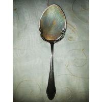 Старинная лопатка для десертных блюд. Серебрение 90. Клеймо. С инициалами. Германия. 51 гр.