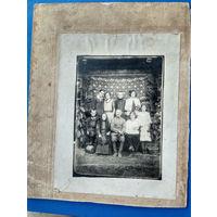 Фото крестьянской семьи. 1924 г. На паспарту.