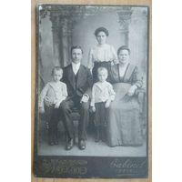Фото семьи. До 1917 г. Фотография Атецер. Санкт-Петербург. 10.5х16 см.