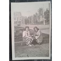 Фото. Минск. У оперного театра. Конец 1950-х. 6х9 см.