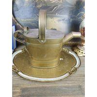 Замечательная, удобная, антикварная лейка из латуни для полива любимых домашних цветов.