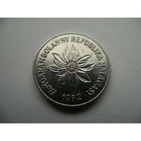 2 франка 1982 Мадагаскар