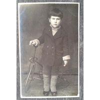 Фото мальчика с велосипедом. 1920-е. 8х13 см.