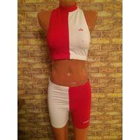 Классный фирменный спортивный костюмчик ADIDAS на 42-44 размер из натурального хлопка, Б/у, с естественными следами использования, в общем в нормальном состоянии.