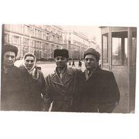 Минск. Фото на Ленинском проспекте. Конец 1950-начало 1960-х. Зеркальное отображение. 9х14 см.