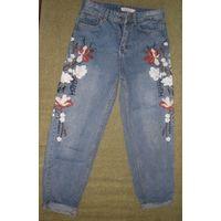 Хлопковые джинсы с вышивкой 44-46р-р