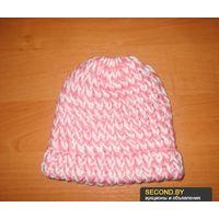 Бело-розовая вязаная шапка