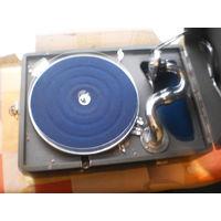 Граммофон с набором пластинок