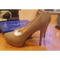 Модельные лаковые туфли, новые, р-р 39