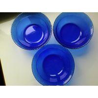 Три салатника с Синего стекла - Диаметр 15 см - Высота 6 см - Одним лотом..