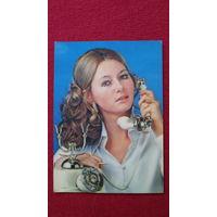 ДЕВУШКА ПОДМИГИВАЕТ-1- * -открытка сувенирная- из ГДР