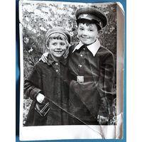Фото мальчика и девочки. Минск. 1958 г. 18х24 см