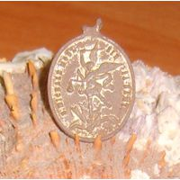Медальон католический с интересным сюжетом