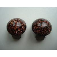 Клипсы из натурального полудрагоценного камня -  авантюрина(золотого песка) в отличном состоянии,без дефектов. Винтаж.