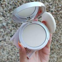 Финишная пудра для лица с эффектом подсвечивания, скрывающая расширенные поры IT Cosmetics Bye Bye Pores Illumination Poreless Finish Airbrush Pressed Powder