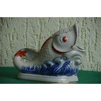Статуэтка фарфоровая Рыбка - карандашница  целая  ( Коростень )