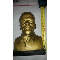 Бюст Ленин
