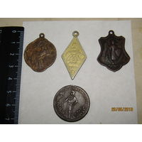 """Четыре жетона """"февральской """"революции 1917 года.Три бронзовых(латунь),один алюминий."""