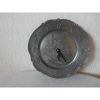Часы настенные кварцевые олово клеймо Frieling - Zinn Германия.