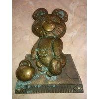Мишка олимпийский с гирей бронза литьё