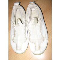 Кожаные фирменные белые кроссовки 36