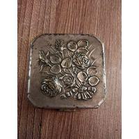 Пудреница старая латунь серебрение
