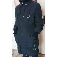 Пальто женское деми.Плащевая ткань. Подкладка утеплена. Темно-синего цвета c серой фурнитурой. Размер 46-48.