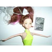 Кукла в салатовом платье No Name