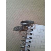 Старинный перстень+ оловянистое колечко.
