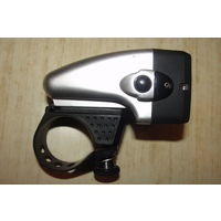 Передний фонарь велосипеда на три батарейки, с кронштейном.