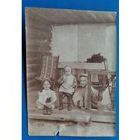 Фото дедей на веранде. 1920-е. 8х11 см.