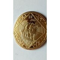 """Китай сувенирная монета """"Год коровы""""  позолота. 2 38 мм. распродажа"""