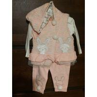 Костюм тройка на зайку 12-ти месяцев. Очень стильный и игривый костюмчик. Не носили, моей зайке не подошел( был впритык и не носили. Нежно розово-персиковый цвет. Качественный хлопок, красивое исполне
