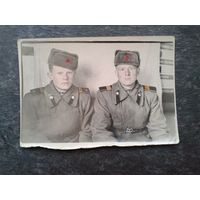 Фото двух друзей сержантов. 1952 г. 9х15 см